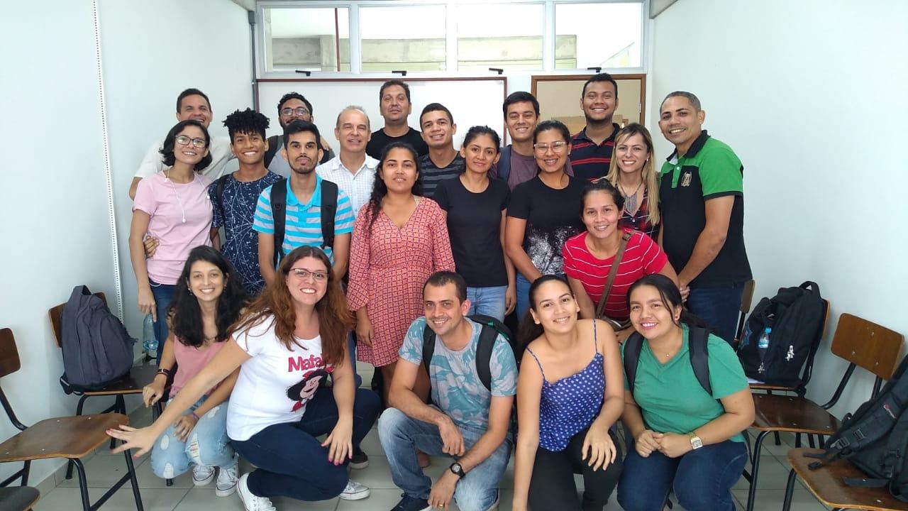 Dr. Roberto Carlos Costa Lelis e os discentes do PPGCIFA